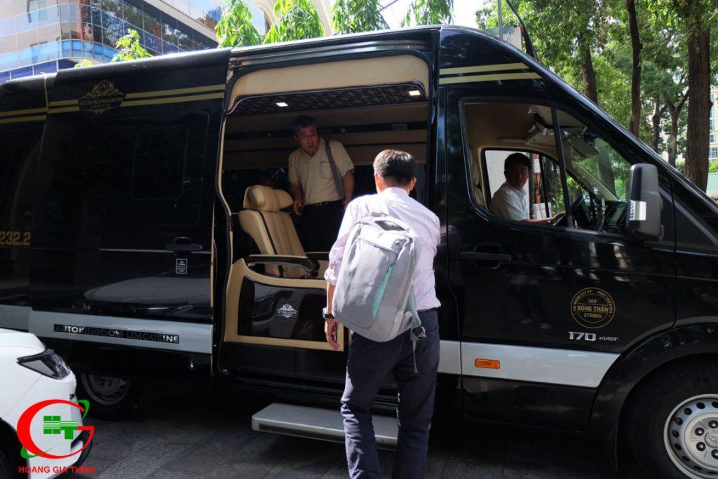 dịch vụ cho thuê xe dcar limousine 9 chỗ