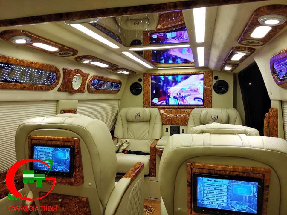 cho thuê xe dcar limousine 9 chỗ hop tac cung ong BRUNO