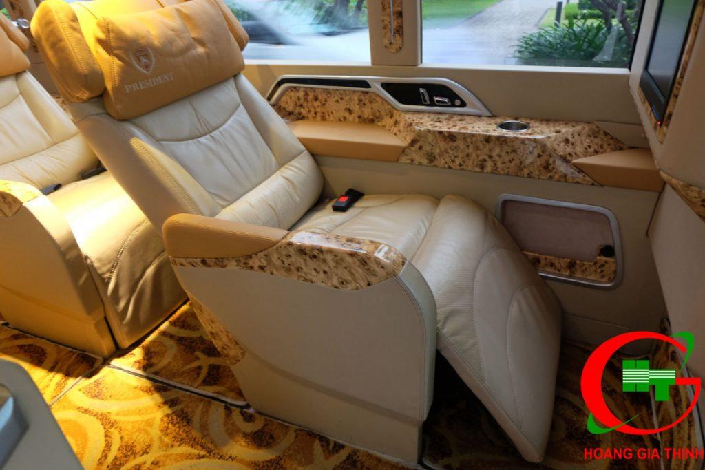 Cho Thuê Xe Limousine 12 Chỗ Fuso Rosa Tại TP.HCM