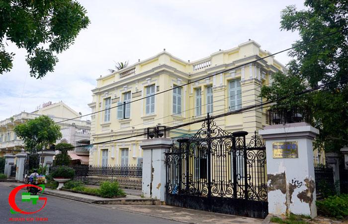 Tham-quan-nha-cong-tu-bac-lieu-2