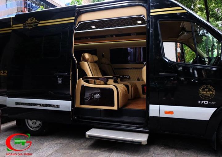 Dịch vụ Thuê xe Limousine 9 chỗ đi Mũi Né