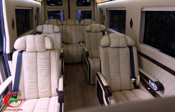 Thuê xe Limousine 9 chỗ đi Mũi Né